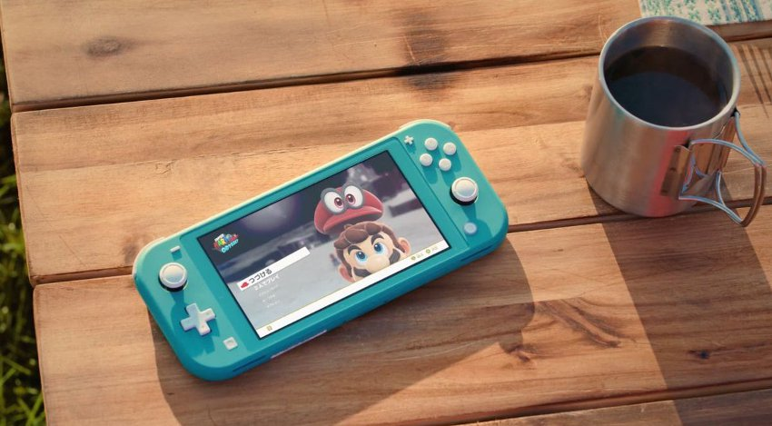 Nintendo Switch lite на столе